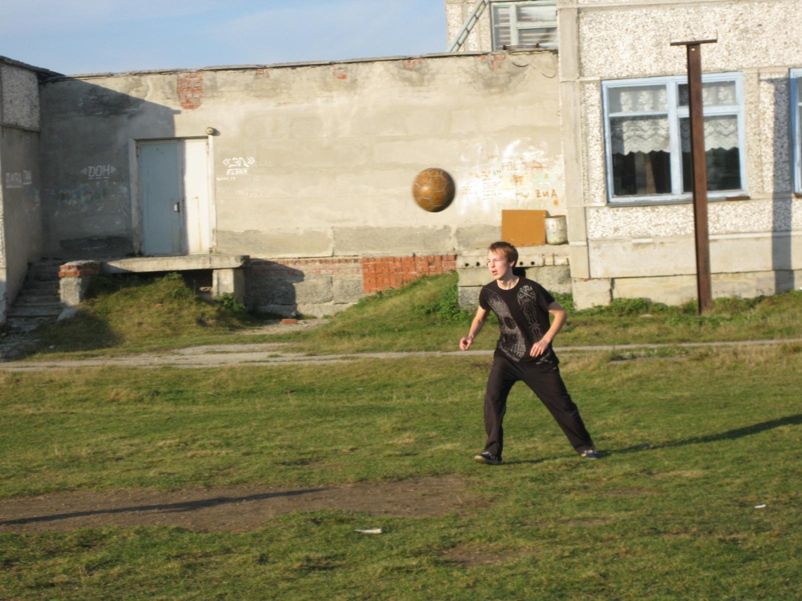 Футбольный матч между командами Васькинской и Накоряковской школ